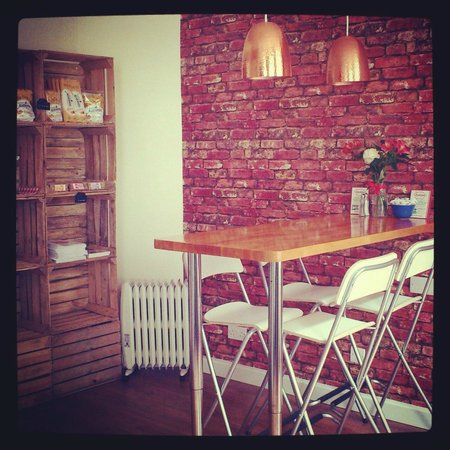 Maialino Deli & Cafe: inside