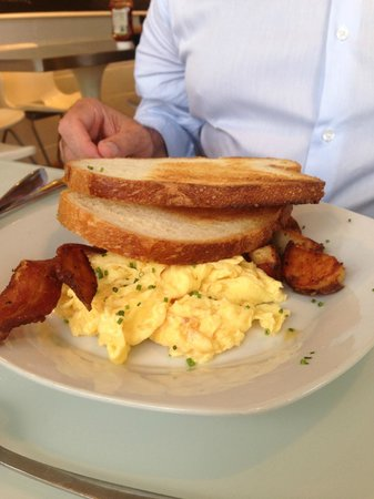 Hangar B Eatery: eggs + sausage