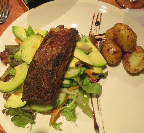 The Foresters Pub and Restuarant: Delicious salmon - the spices were just right.