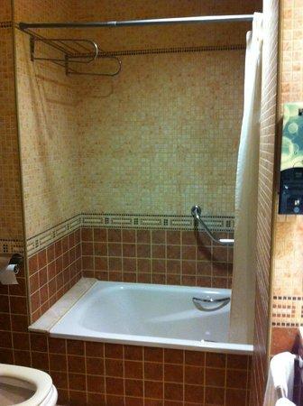 Hotel SB Express Tarragona: Baño / Bathroom