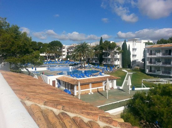 Inturotel Cala Azul Park: Outdoor pools at Azul Park as seen from the roof of buildng F