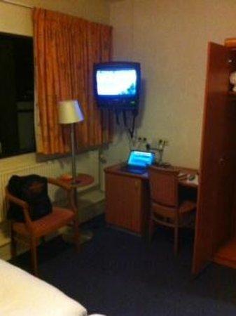 Hof van Wageningen WICC: TV corner from bed