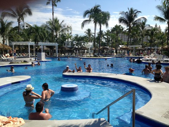 ClubHotel RIU Jalisco: wonderful day in the pool