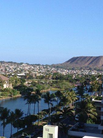 Waikiki Sand Villa Hotel: View of the canal