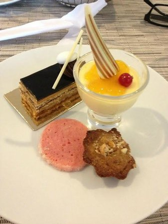 Corniche All Day Dining: dessert plate