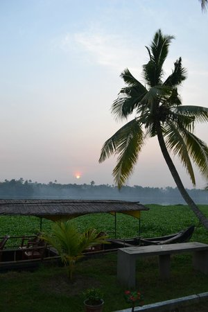 Breeze Backwater Homes: sunrise from the resort..