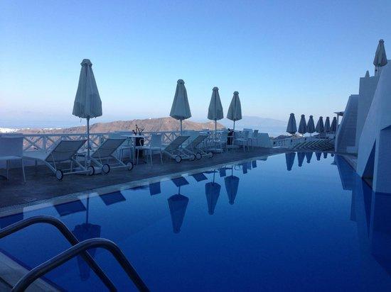 Regina Mare Hotel : Cool Blue pool