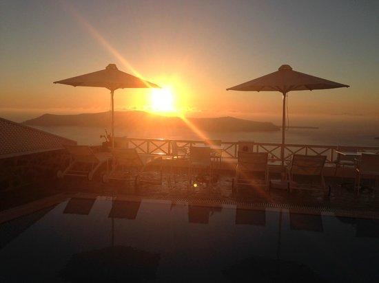 Regina Mare Hotel: Sunset at the Hotel