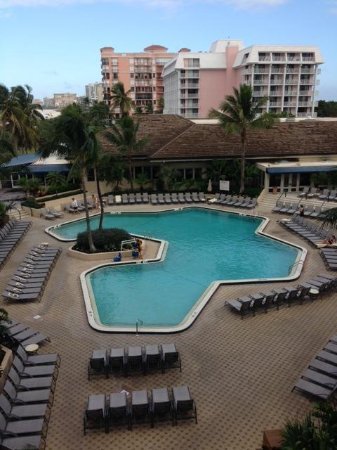 Hilton Marco Island Beach Resort: View of Marco Island Hilton pool area from 413