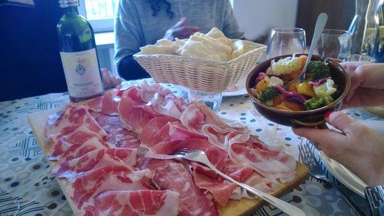 Il poggio Cardinale : mix di affettati e gnocco fritto