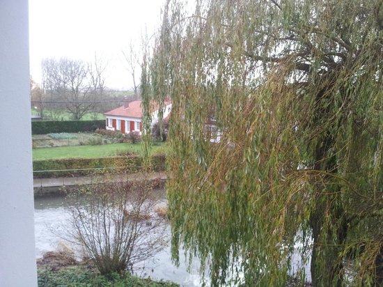 L'Auberge du Moulin d'Audenfort : Vue de la salle de bain