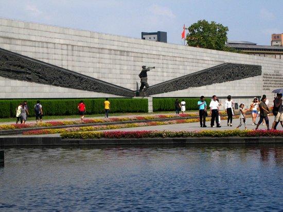 The Memorial of the Nanjing Massacre: Мемориал жертв японского геноцида против жителей г.Нанкин
