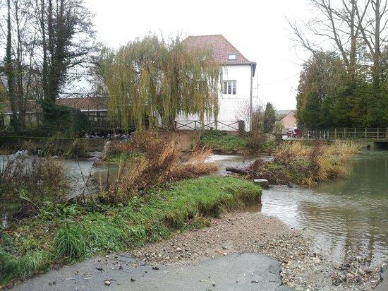 L'Auberge du Moulin d'Audenfort : Vue de l'arrière du moulin