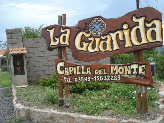 La Guarida Hotel: cartel de ingreso 2do porton
