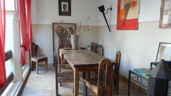 Riad Bamileke: dining room