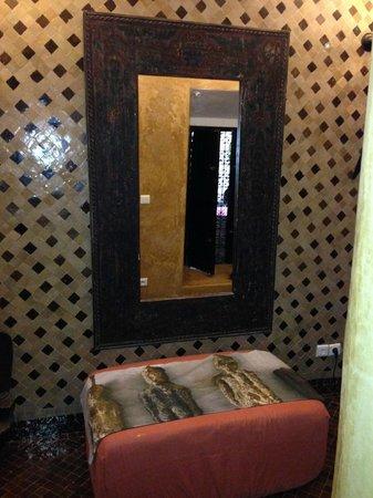 Riad Bamileke: bathroom