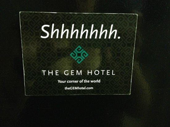 The GEM Hotel Chelsea: Magnetic shhhh sign for the door.