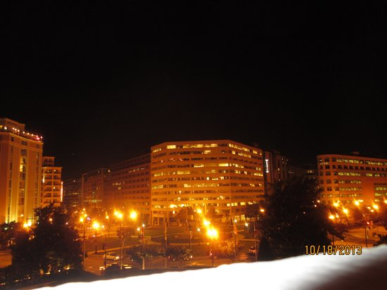 Washington Plaza Hotel : Our view at night!!