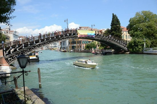 Hotel Galleria: View of Accademia Bridge to the left out of our window (room #10)
