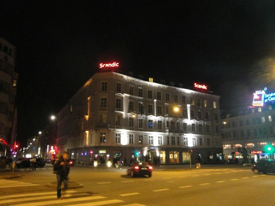 Scandic Webers : Night view
