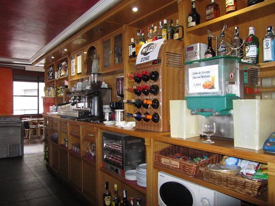 Puerta La Villa: Mostrador Cafeteria