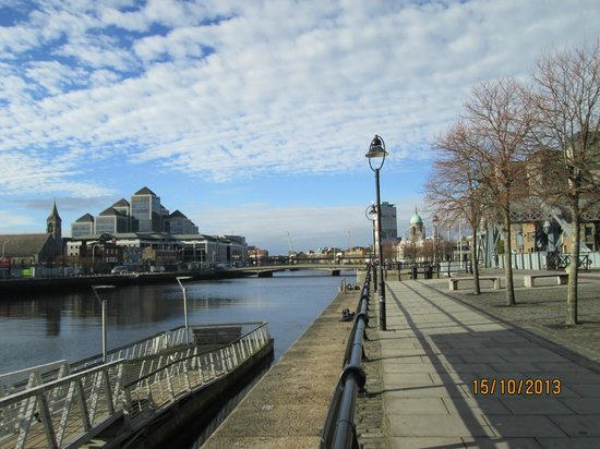 North Star Hotel: Quay on River Lee, a couple block from the Hotel