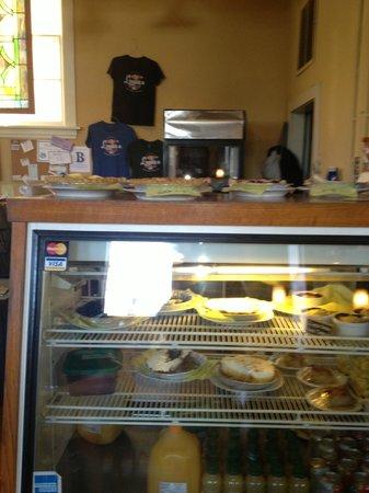 Loula's: Pie case
