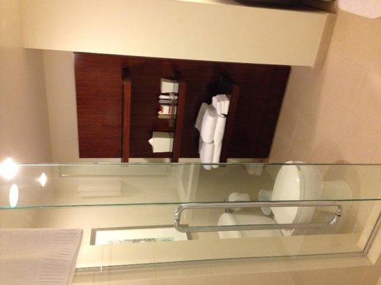 Casa Marina Key West, A Waldorf Astoria Resort: Bath area - Room 1036