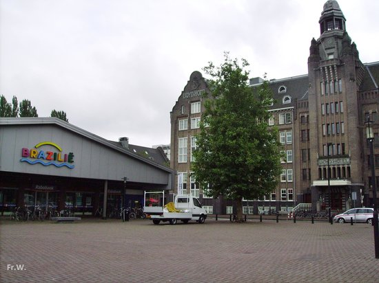 Lloyd Hotel & Cultural Embassy : Lloyd Hotel met pakloodsen .