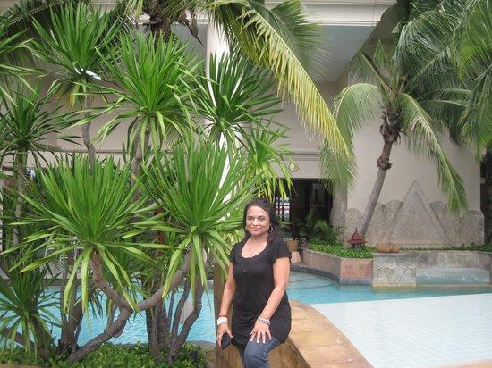Century Park Hotel: pool area