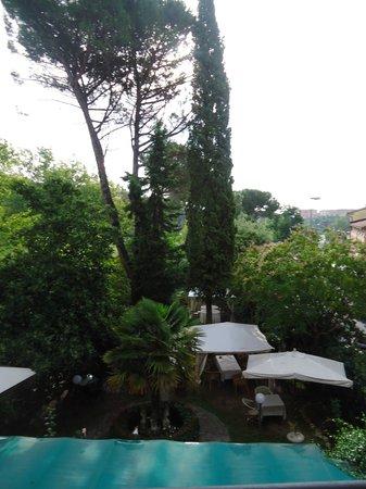 Hotel Moderno: vue sur le jardin