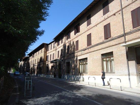 Hotel Moderno : façade