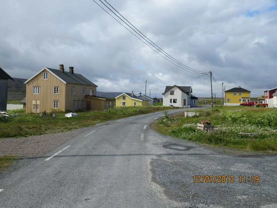Hamningberg Old Fishing Village : The Main Street