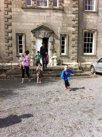 Roundwood House: Family gathering at Roundwood