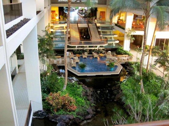 Mauna Lani Bay Hotel & Bungalows: Looking at the lobby