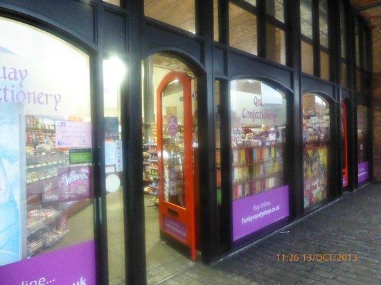 Hilton Liverpool City Centre: shops