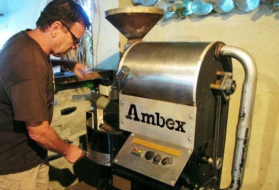 Caribeans Coffee & Chocolate: the process of making the chocolate bars