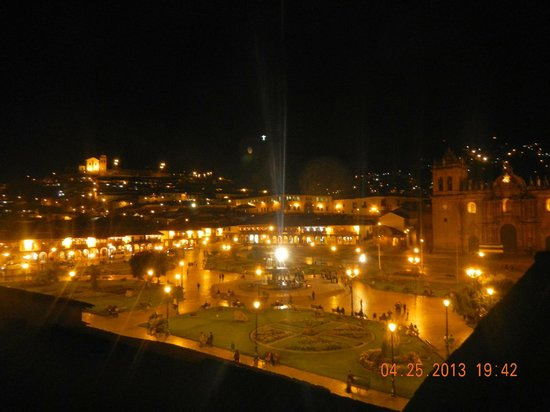 Plaza de Armas Cusco Hotel : The Plaza at night from 2nd floor cafe.