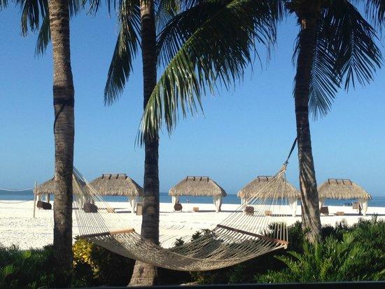 Marco Island Marriott Beach Resort, Golf Club & Spa : beach huts