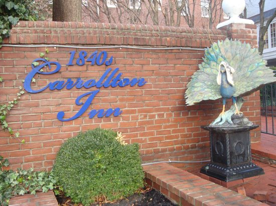 1840s Carrollton Inn: We clad the Inn's peacock with a winter hat.