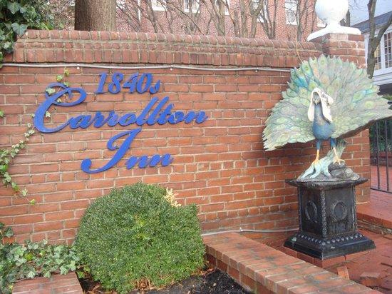 1840s Carrollton Inn: We clad the Inn's peacock with a winter hat.