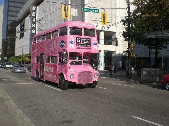 Centre-ville de Vancouver : London bus on city tour