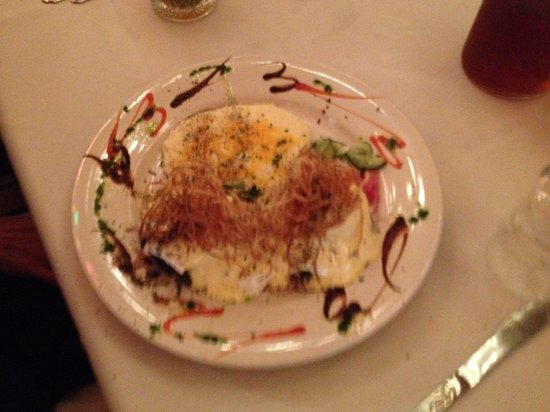 Cheryl's By the Bay : Eggs Benedict