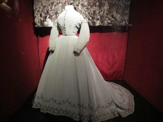 Frederiksborg Castle: Prinsesse  Dagmars kjole hun bar ved afrejsen fra Danmark