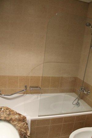 Tamani Hotel Marina: Salle de bain