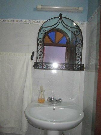 Hotel Koutoubia: baño