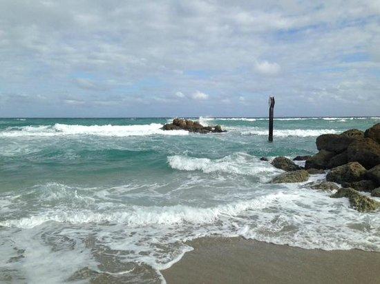 Boca Beach Club, A Waldorf Astoria Resort: Love the surf