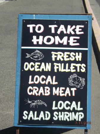 Bandon Fish Market: Advertising fresh fish for purchase