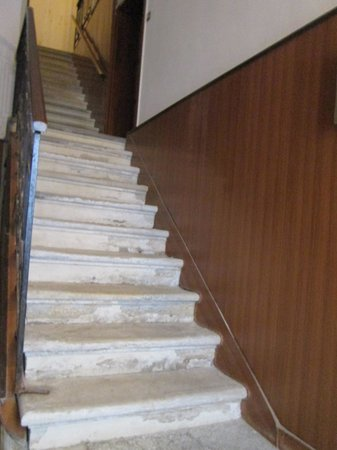 Al Teatro Bed & Breakfast: the staircase up to the B&B
