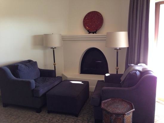 Ojai Valley Inn : fireplace